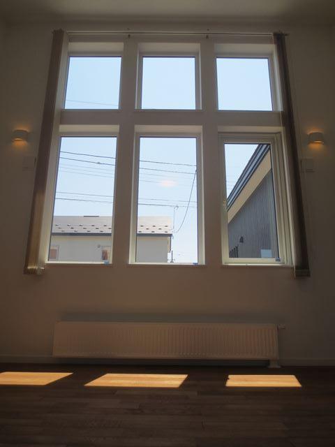 平屋建てで吹抜けのリビングが中心に各部屋が上手につながるお家