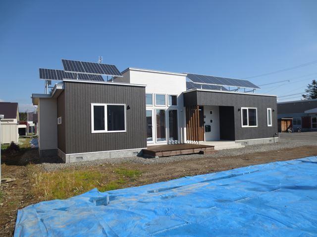 平屋で住まう、太陽光発電が光熱費を補完